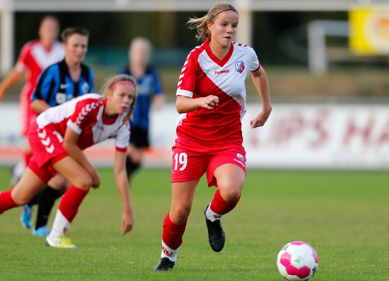 Nadia van Beerschoten in actie voor FC Utrecht in 2013. De club onderzoekt de mogelijkheden een vrouwenteam op te richten.