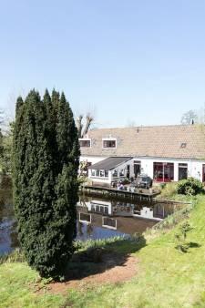 Deze woonboerderijen staan te koop in de gemeente Woerden