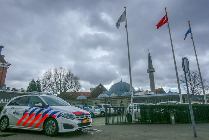 Extra politie-inzet in Eindhoven bij de moskee na de schietpartij in Utrecht.
