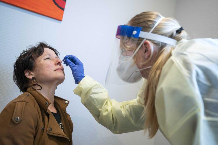 De meeste besmettingen zijn gemeld onder 18- tot 24-jarigen, en de toename ten opzichte van vorige week was het grootst bij kinderen onder de 13, daar nam het aantal meldingen met 35 procent toe. Beeld EPA
