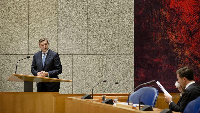 CDA-fractievoorzitter Sybrand Buma (L) en premier Mark Rutte tijdens het debat in de Tweede Kamer. Buma kwam onlangs met het idee om terrorismeverheerlijking strafbaar te stellen. Beeld anp