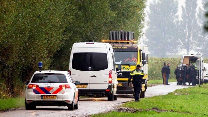 Politie bij het vakantiehuisje in Hooge Zwaluwe na de dubbele moord