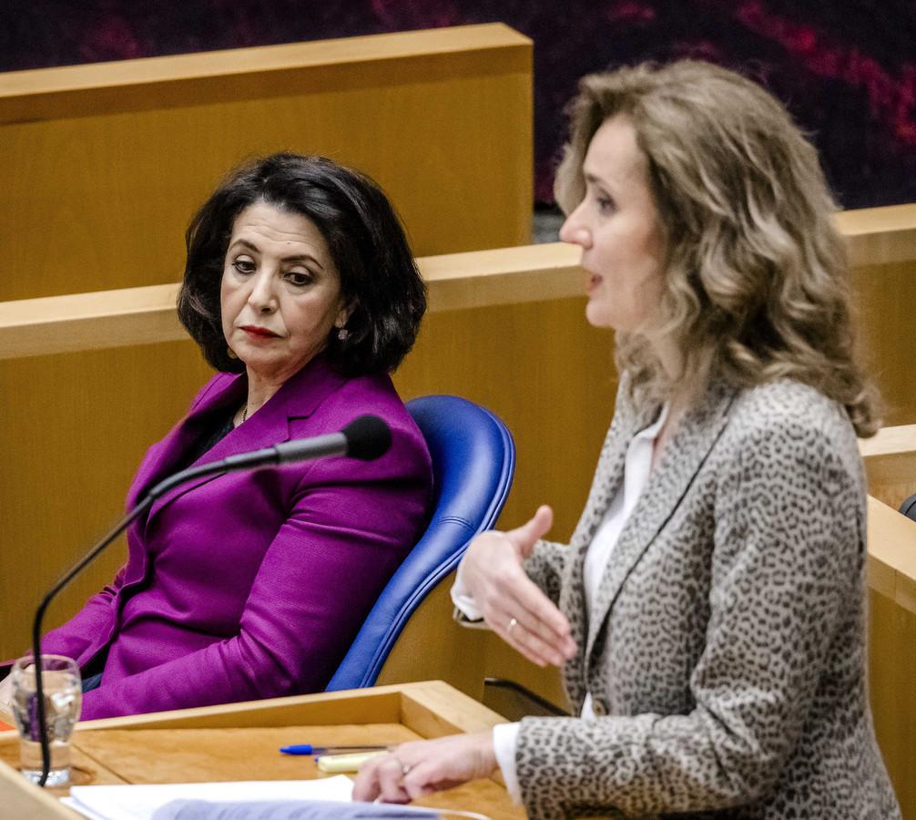 Khadija Arib (links) en opvolgster Vera Bergkamp, op 7 april.