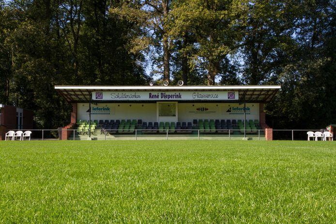De in de jaren vijftig gebouwde tribune van VV Haaksbergen.