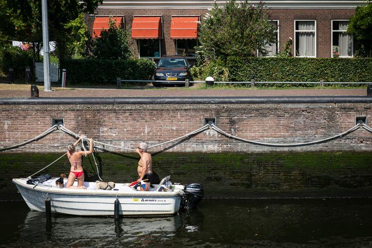 De Willemsluis verbindt het IJ met het NoordHollandsch kanaal. Beeld Dingena Mol