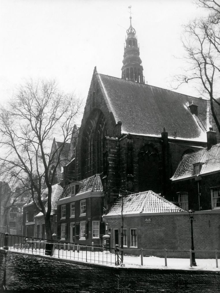 De Oude Kerk in Amsterdam, januari 1943. Beeld Nationaal Archief/Collectie Spaarnestad/Wiel van der Randen