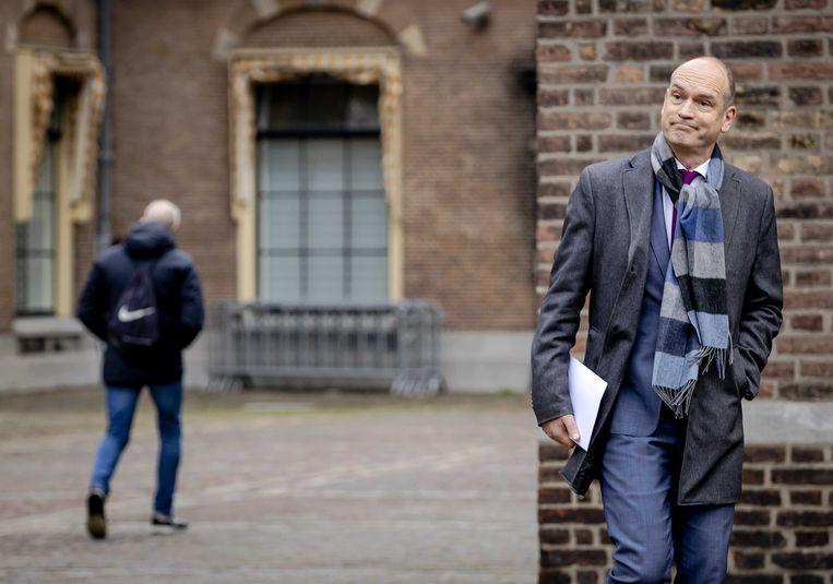 Gert-Jan Segers (ChristenUnie) komt aan bij de Tweede Kamer voor een gesprek met de voormalige verkenners Annemarie Jorritsma (VVD) en Kajsa Ollongren (D66).  Beeld ANP