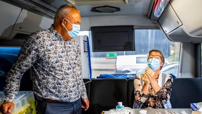 Deze bedrijven regelen een prikbus voor hun personeel: 'Arbeidsmigranten weten zelf niet hoe ze vaccinatie moeten plannen'