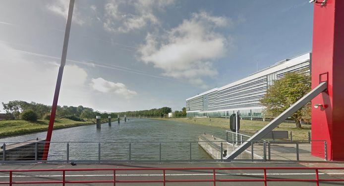 Kanaal door Walcheren, gezien vanaf de Schroebrug in Middelburg.