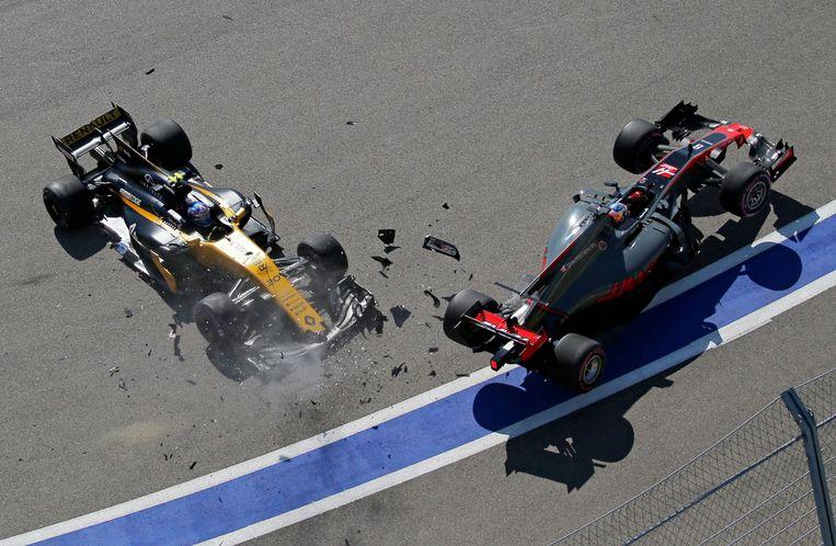 De botsing tussen Palmer en Grosjean.