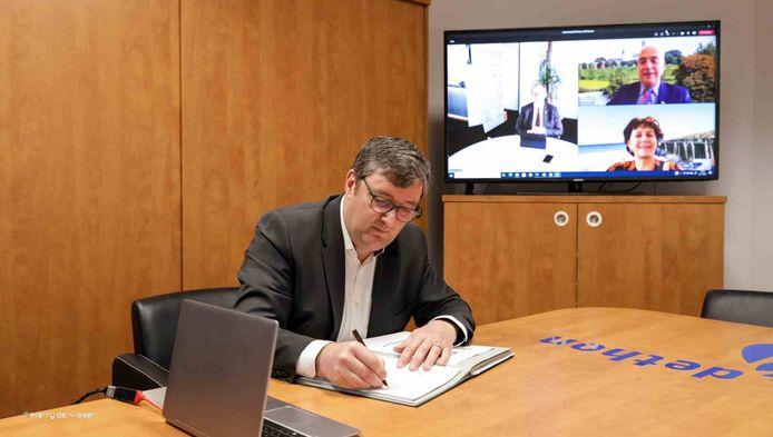 Edwin van den Berghen, algemeen directeur Dethon, stapt op omdat hij vindt dat hij had moeten zien dat een leidinggevende 'buiten de lijntjes kleurde'.