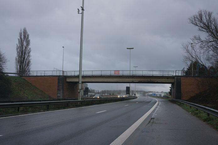 Deze foto, genomen op vrijdag 5 februari 2021, was het laatste dagbeeld van de brug Oprit over de A10 in Oostende.