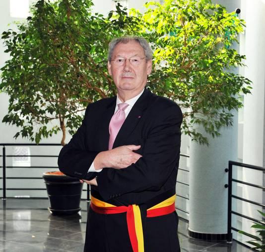 Zijn grootvader Arnold Van Aperen was tussen 1989 en 2012 burgemeester.