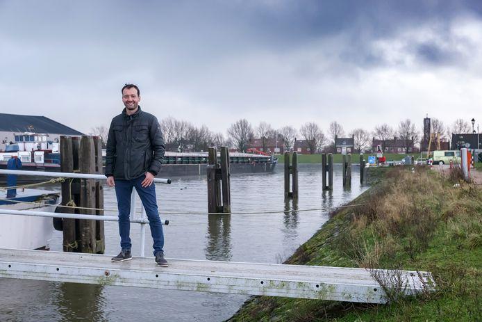 De haven in Moerdijk krijgt een grote opknapbeurt. Dorpsbewoner Martin Vos heeft de plannen mede bedacht.