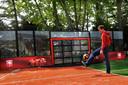Wout Brama test de eerste Sutu van Yalp , de interactieve voetbalmuur. Het bedrijf uit Goor verkoopt de Sutu wereldwijd.