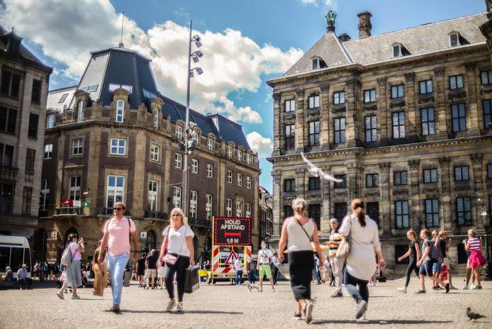 Winkelende mensen in hartje Amsterdam.