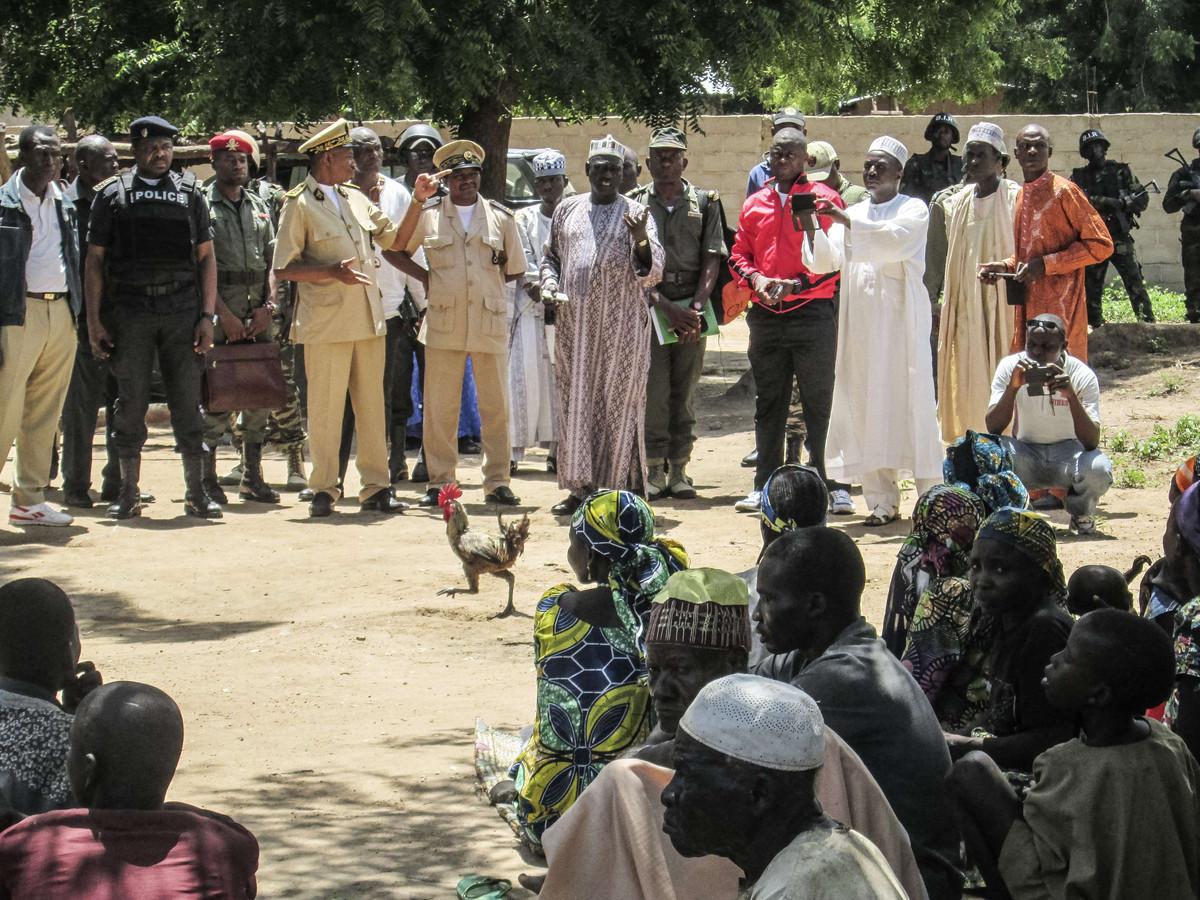 Archiefbeeld: Veiligheidseenheden in Kameroen na een eerdere aanslag bij Kolofata.