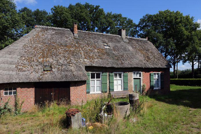 Een onbewoonde boerderij in het buitengebied van Breda.