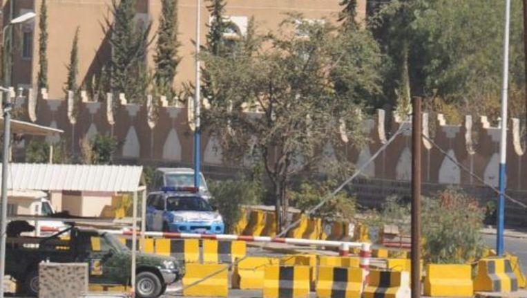 Veiligheidsdiensten in Jemen hebben de toegang tot de Amerikaanse ambassade in de hoofdstad Sanaa geblokkeerd. Foto ANP Beeld