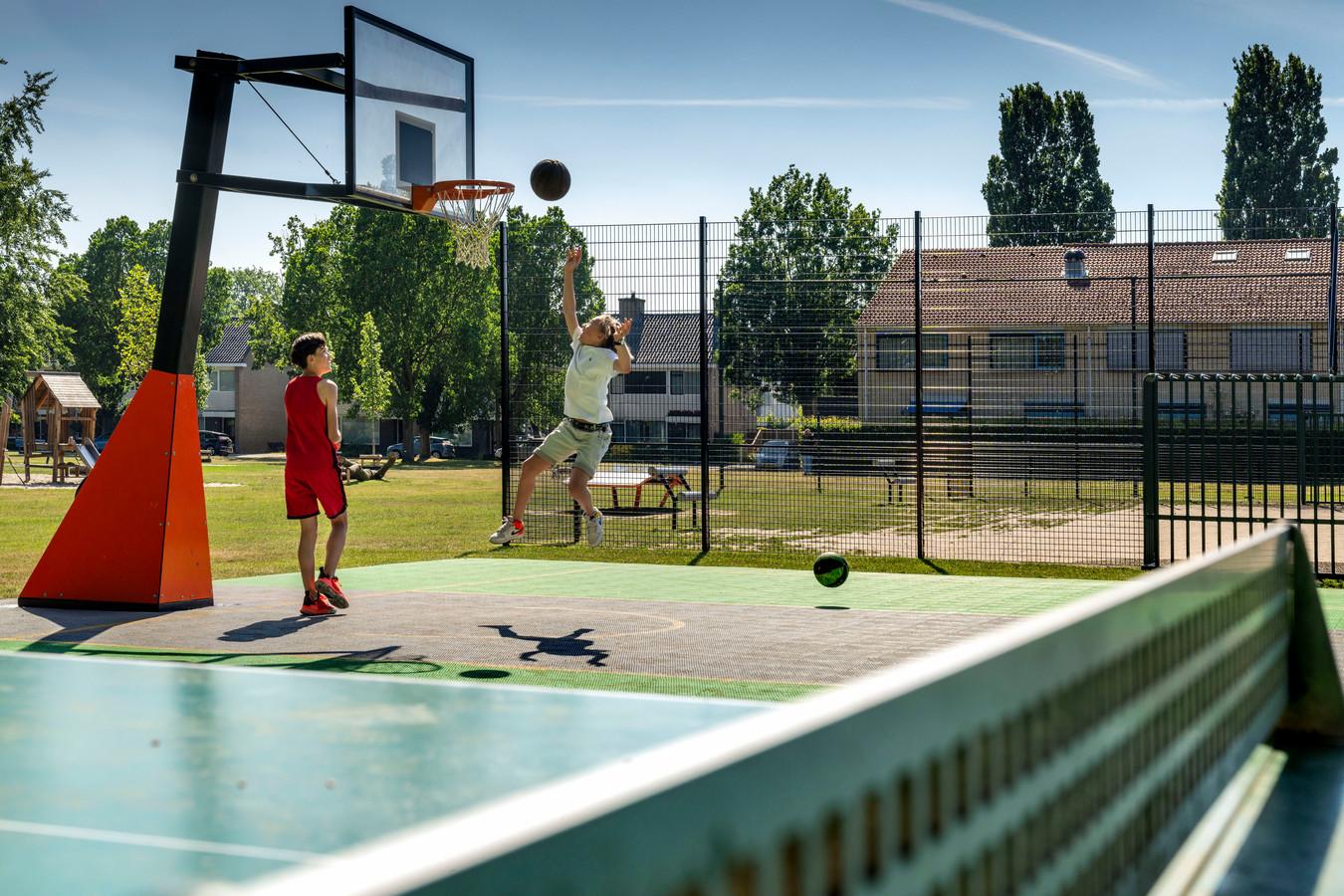 Verschillende omwonenden zijn niet blij met de ligging van het nieuwe speelveld op het Bisschop Zwijsenplein in Vught.