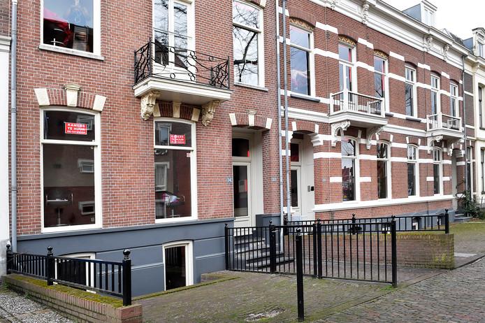 De ramen aan de Nieuwe Markt in Nijmegen.
