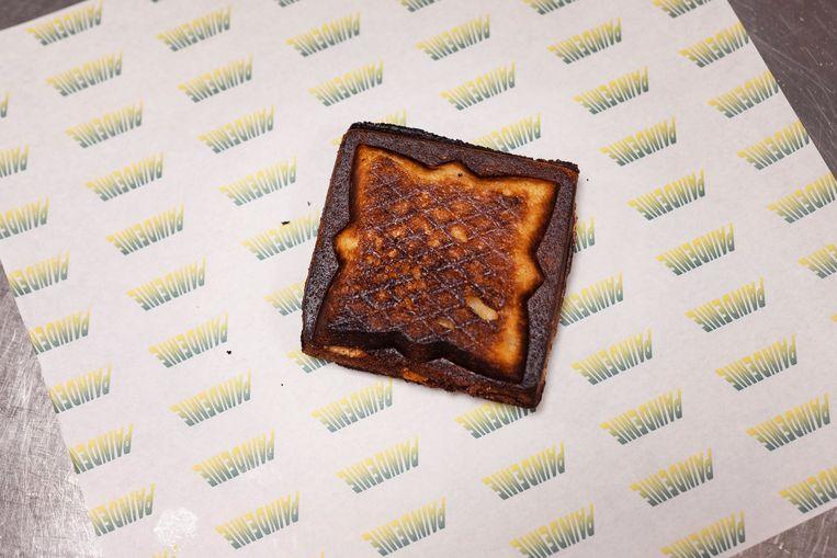 De Beer: 'Of je hem nou in de pan, in de knijper of de toaster maakt; een tosti is goed zoals hij is, daar hoeft niks meer bij.' Beeld Els Zweerink