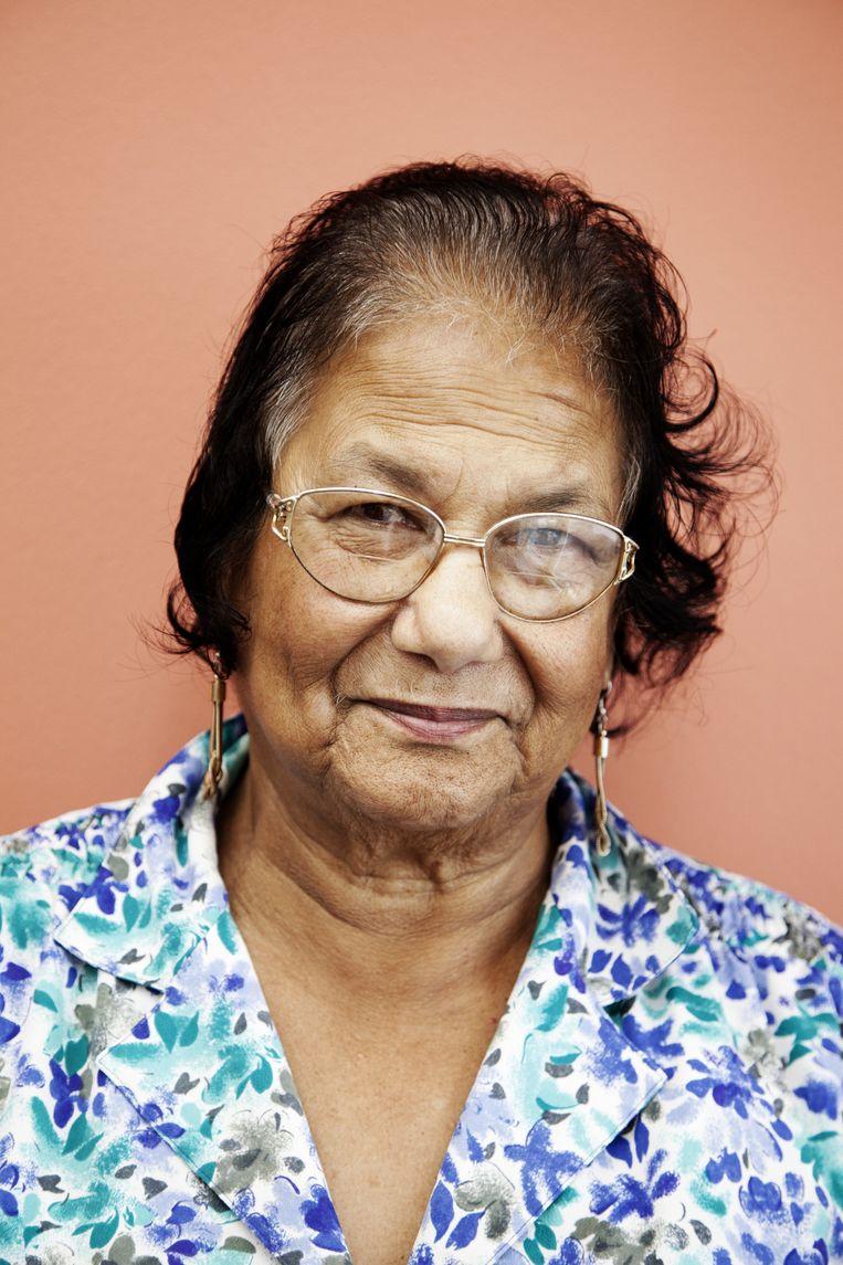 Mevrouw Devids (78)werkte vroeger als bejaardenverzogster. Ze luistert het liefst naar salsa en Surinaamse muziek. Beeld Ernst Coppejans