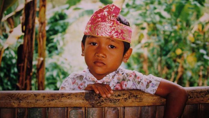 Een kind in een weeshuis op Java.