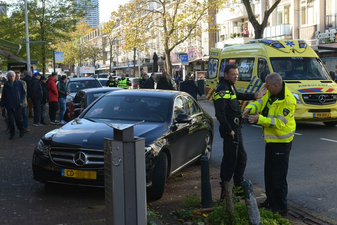 Dinsdagochtend 13 november heeft er op de Theresiastraat in Den Haag een ongeval plaatsgevonden tussen een scooter en een auto.