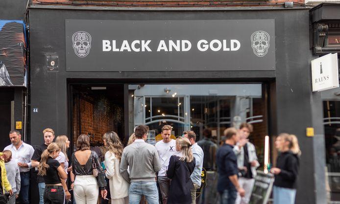 De ambassadeurs van Black and Gold zakten gisterenavond af naar het openingsfeest van de winkel. We zagen onder andere influencer Lotte Feyen, 'Pink Ambition'-ster Jill De Greef en 'Temptation Island'-icoon Fabrizio Tzinaridis.