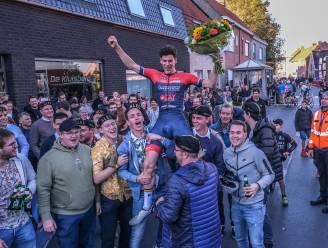"""Hij zet ons wielerhart in vuur en vlam"": Lendelede viert kampioen Alec Segaert (18)"