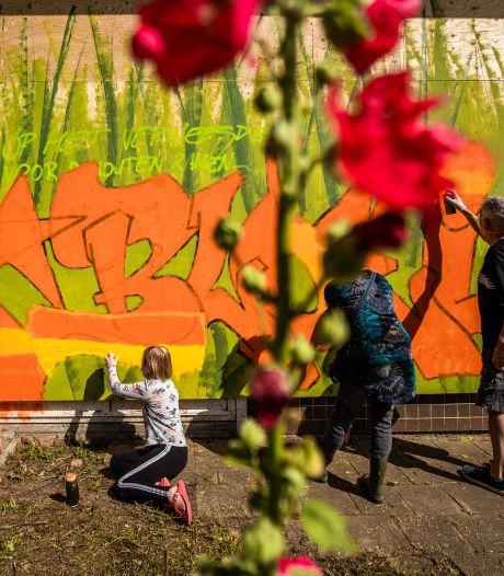 Voormalige kleuterschool in Zetten opgefleurd met graffiti