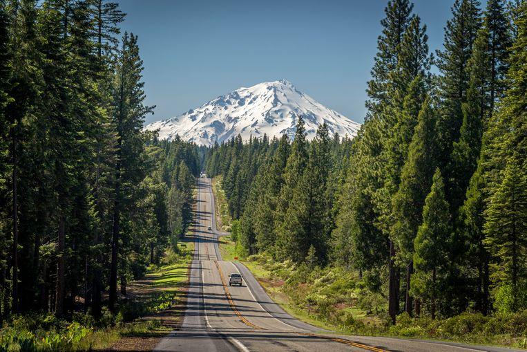 Mount Shasta (4.322 meter) is de tweede hoogste vulkaan in de Cascade Mountain Range.  Beeld JONATHAN VANDEVOORDE