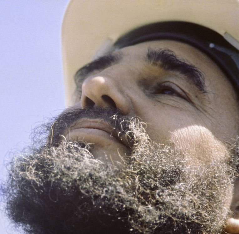 Dezelfde foto van Fidel Castro, na behandeling. Beeld Ed van der Elsken