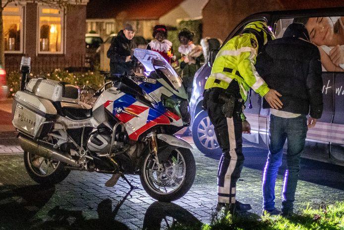 Op zaterdagavond 5 december was het onrustig op Urk. Verschillende jongeren waren verkleed als Zwarte Piet.