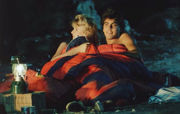 George Clooney and Laura Dern in Grizzly II. Beeld