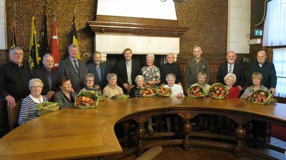 Gemeente zet jubilarissen en 101-jarige Julia (letterlijk) in de bloemetjes