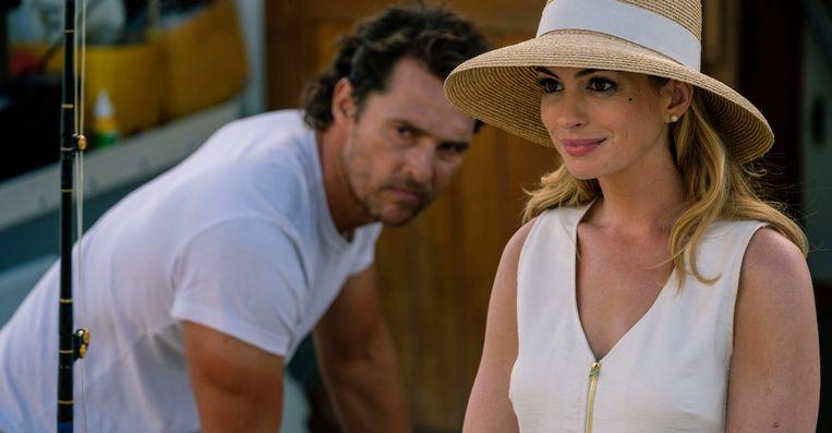 Matthew McConaughey en Anne Hathaway in Serenity van Steven Knight. Beeld
