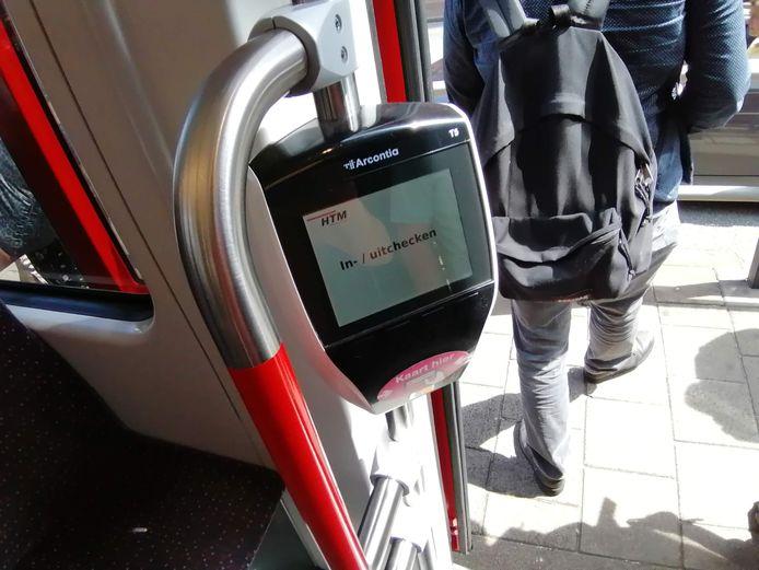 De vervoersbedrijven in Den Haag en Amsterdam gaan werken met een verbaliseringsapp van het Vlissingse bedrijf FrisBEE.