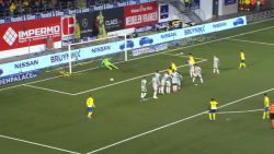 De Bruyne, Messi en Ronaldinho achterna: Boli doet Stayen daveren met sublieme vrije trap