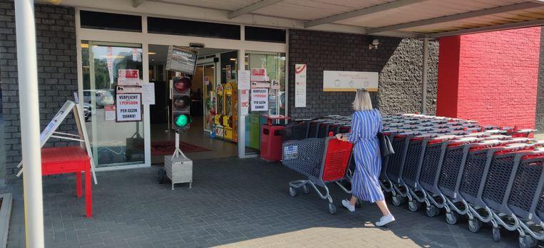 Verkeerslicht bepaalt het aantal winkelbezoekers bij Delhaize Humbeek.