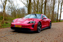 Ook met wat minder pk's lijk je in de Porsche Taycan 4S te worden weggeschoten.