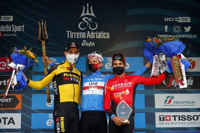 Landa met Van Aert en Pogacar op het podium van Tirreno-Adriatico.