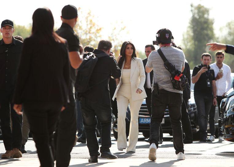 Kim Kardashian bezoekt een congres in Armenië onder grote belangstelling van de pers. Beeld Reuters