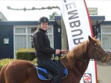 Op het paard naar het stembureau