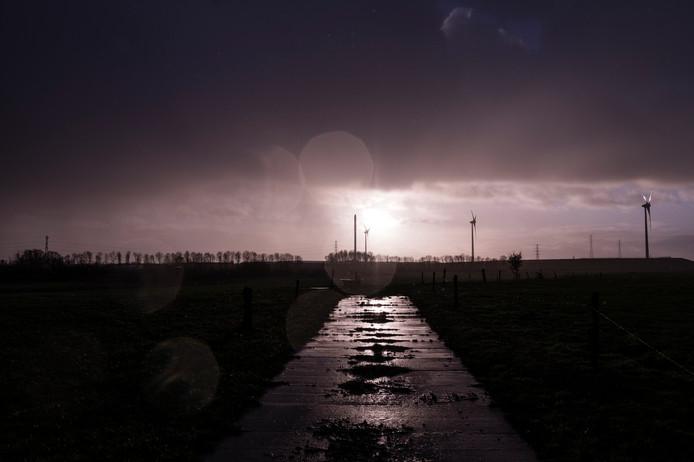Het buitengebied van Eefde-West met op de achtergrond de contouren van industrieterrein De Mars.
