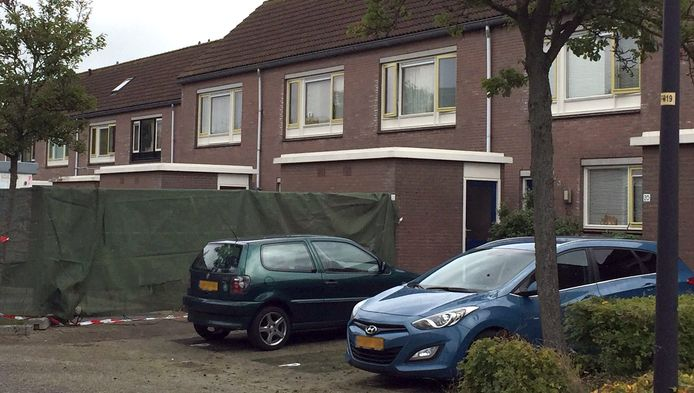 In het schuurtje bij dit huis aan de Schelde in Heerhugowaard werd de baby gevonden.