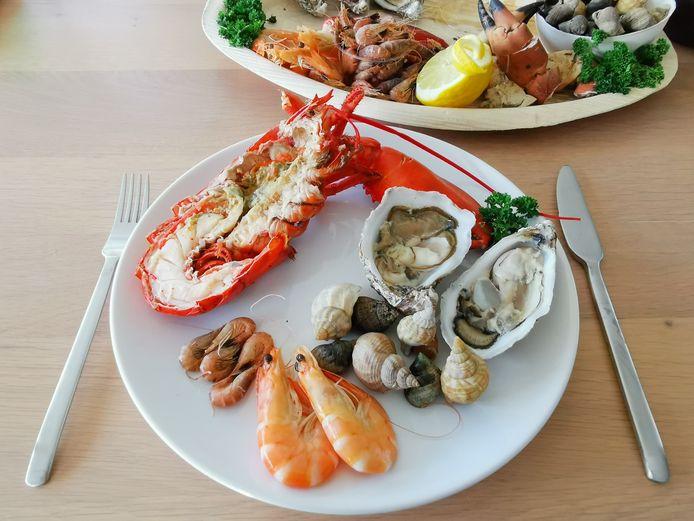 De zeevruchten zorgen voor een kleurrijk bord.