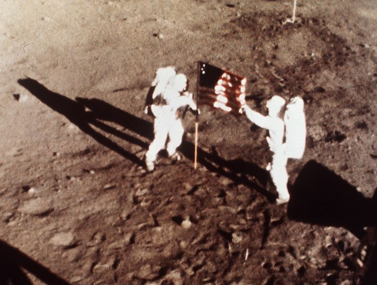 Neil Armstrong en Edwin 'Buzz' Aldrin op de maan. Beeld AP