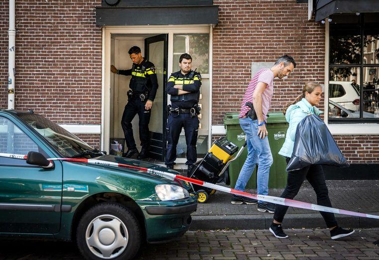 Politie bij de vermoedelijke woning van Thijs H. aan de Hooikade in Den Haag. Beeld ANP